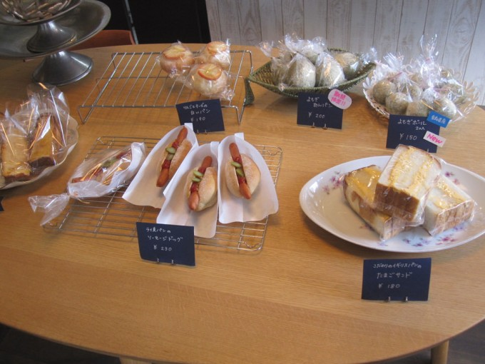 楓(その2)/りんごとチーズの白いパン 、フレンチトースト、クリームチーズといちじく・レーズン・くるみ ライ麦パン