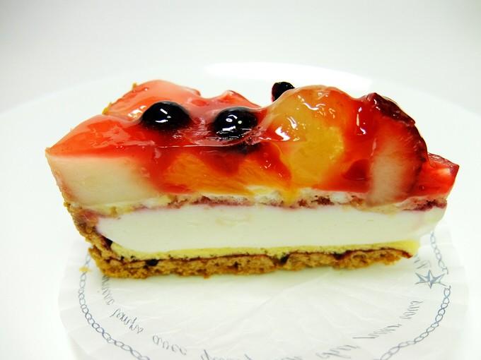 パティスリー ザキ(その2)/ いちごのショートケーキ・ショコラ ラーム トルテ・タルト フルーツヨーグルト・シュー アラ クレーム
