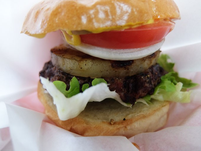 『バンズマン / チリバーガー、パイナップルバーガー』肉々しい、とても肉々しくて美味しい〜