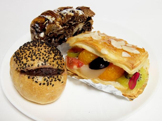 『金太郎パン / あんフランス、ブラック&ホワイト チョコブレッド、フルーツミルフィーユ』 どのパンもうまい!!