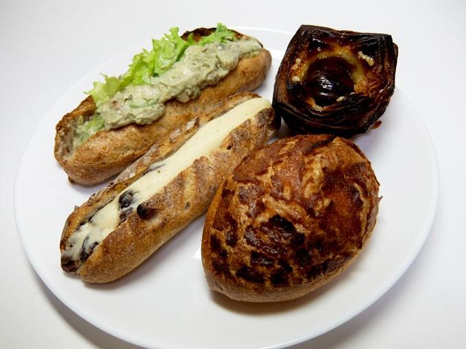 『Boulangerie gout / エビとアボガドのカスクルート、焼きカレーパン、ラムレーズンサンド、栗のデニッシュ』
