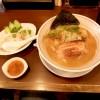 『山麺 / 濃い鶏醤油らーめん、シンガポールライス風とり飯』