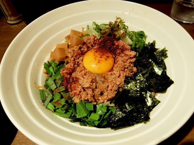 ダイキ麺「台湾まぜ麺」 〜大阪 梅田 マルビル地下2階のピリ辛で香り豊かな台湾まぜそば〜