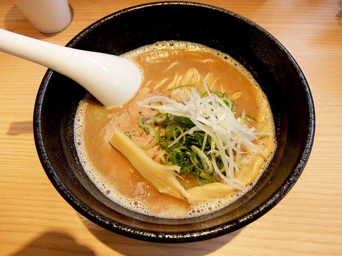 らーめん 伊藝「豚骨魚介らーめん」 〜大阪 梅田 中津で食べるまろやかでコクのあるスープの美味しいラーメン〜