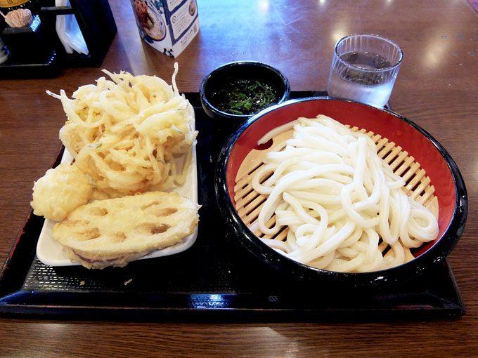 丸亀製麺「ざるうどん・野菜かき揚げ・半熟玉子天・さつまいも天・れんこん天」