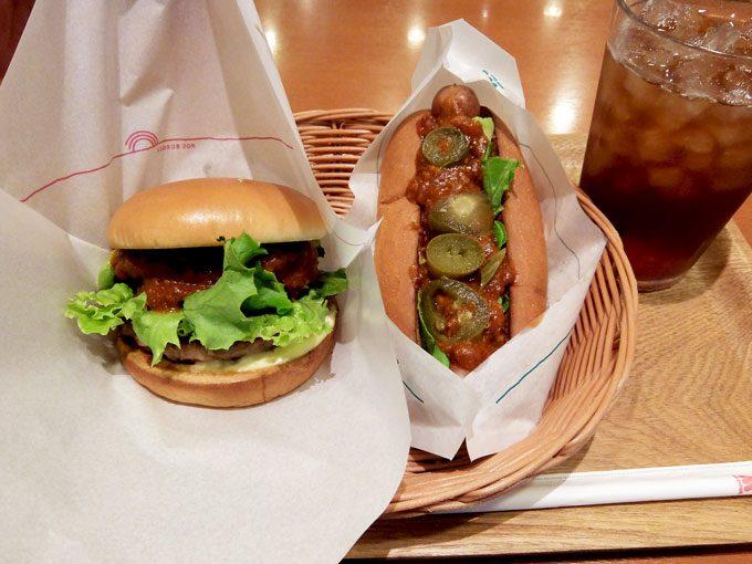 モスバーガー「アボガドチリバーガー・スパイシーアボガドチリドッグ」 〜ふんわりやわらかの中にピリッと辛いホットチリソースが美味しい!!〜