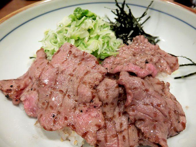 牛たん焼き 仙台辺見「ねぎ塩たっぷり牛たん丼と牛すじ煮込み定食」〜大阪 天王寺 ぷりっぷりの牛たんにとろとろ牛すじ煮込み。これは間違いなくうまいです(笑)〜