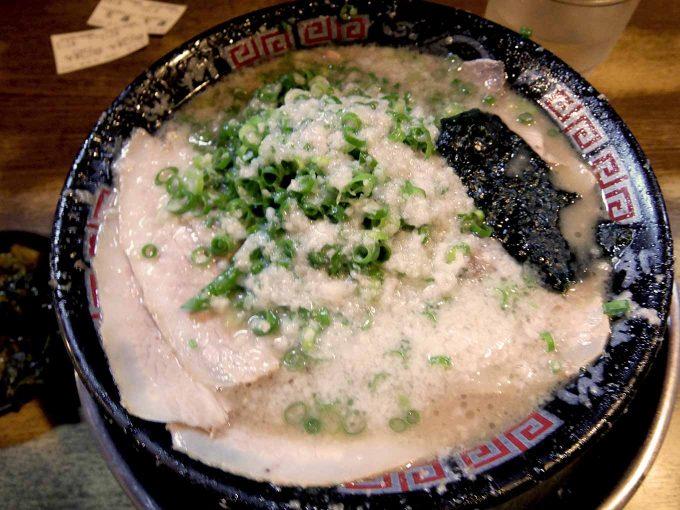 無鉄砲 大阪店「Wスープ、白ごはん」〜大阪 大国町 唯一無二の超こってり醤油豚骨ラーメン!!〜