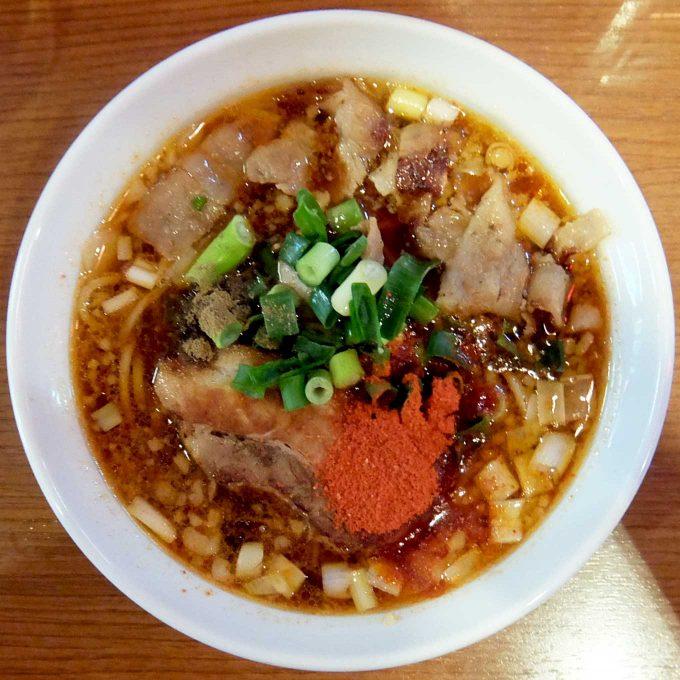 辛口炙り肉ソバ ひるドラ「醤油」〜うまくて辛い、食べ応えもあり、これはクセになりそうなラーメンです〜