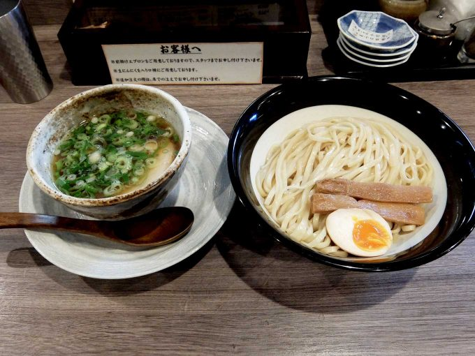 金久右衛門 本店「つけ麺」〜あっさりまろやかなつけ汁ともっちり歯応え良しの平打ち麺、うまい!!〜