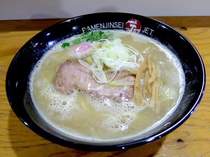 ラーメン人生 JET600「鶏煮込みそば」〜軽やかで香ばしい鶏ガラスープが美味しいです〜