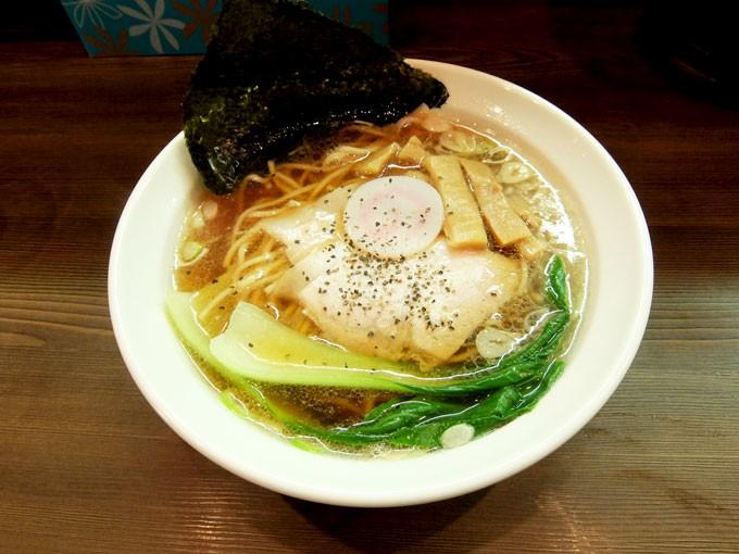 『ららら / 中華そば』 ふんわりと甘みを感じる豚骨スープがとても美味しい!!