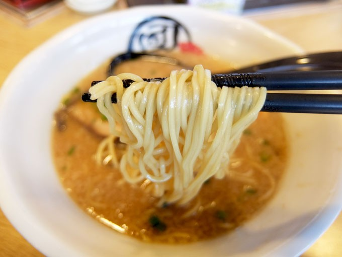 201601_dancho_tonkotsusyoyuramen_noodles