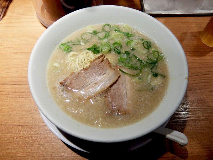 シロマルベース 梅田店「シロマルベース 特濃」 〜大阪 梅田 臭みのないすっきりまろやかとんこつラーメン こってり派には特濃スープもあり〜