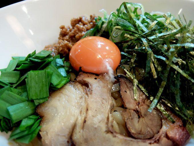 至極の麺 華「まぜそば」〜大阪駅前第2ビル うどんのようなもっちもちの美味しい麺の甘辛まぜそば!!〜