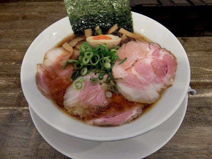 岡本商店「鶏生醤油らぁめん」〜大阪 天満橋 うまい!!麺もスープもチャーシューも大満足です!!〜