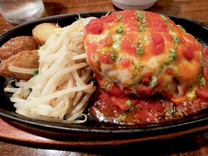大阪 梅田「ぶどう亭」モッツァレラチーズのハンバーグ