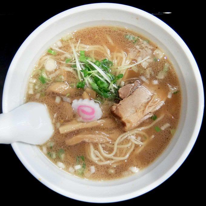 つけめん TETSU 阪急三番街店「中華そば」〜程良くこってり削り節の良い香りがするスープにつるっとシコシコ、ボリュームたっぷりの麺。〜