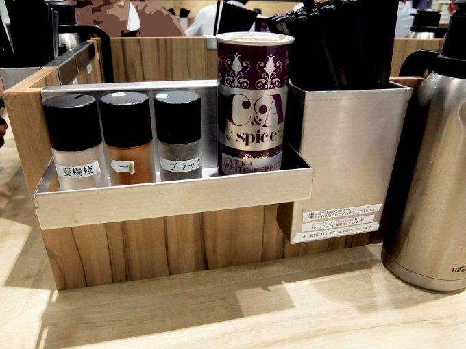 京都 麺屋たけ井 阪急梅田店 テーブル