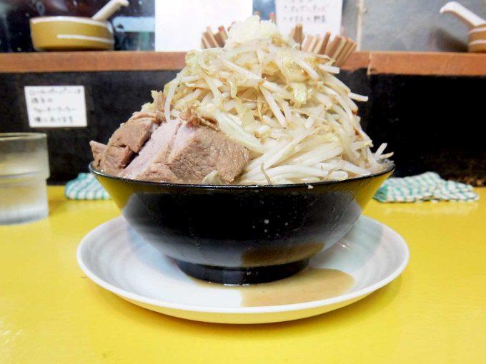 自家製太麺 ドカ盛り マッチョ「ラーメン (並) 220g」〜東大阪 長瀬 ハンパなくがっつりです!!〜