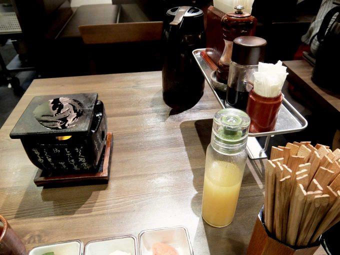 牛かつもと村 ルクア店 テーブル