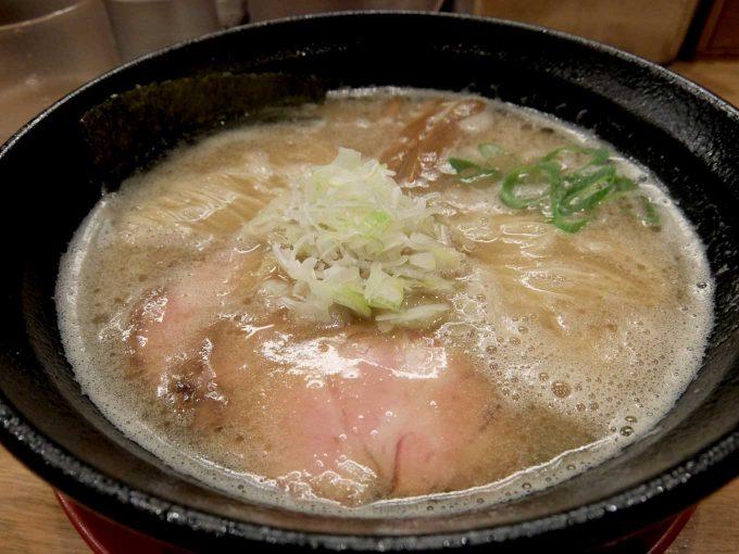 大阪 中津「麺処 えぐち」鶏豚骨そば