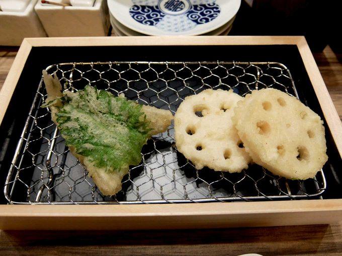 大阪 梅田 ルクア バルチカ「立呑み・天ぷら 喜久や」鱚(きす) れんこん