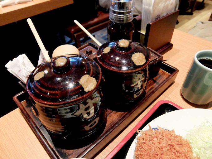 大阪 梅田 「とんかつまい泉 ルクア イーレ店」テーブル