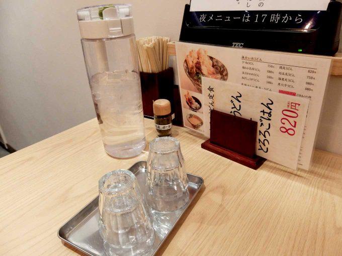 大阪 梅田 ルクア バルチカ「本町製麺所 天 ルクア大阪店」テーブル