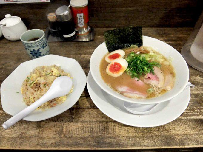 岡本商店 谷町店「鶏魚介らぁめん、半チャーハン」in 大阪 天満橋