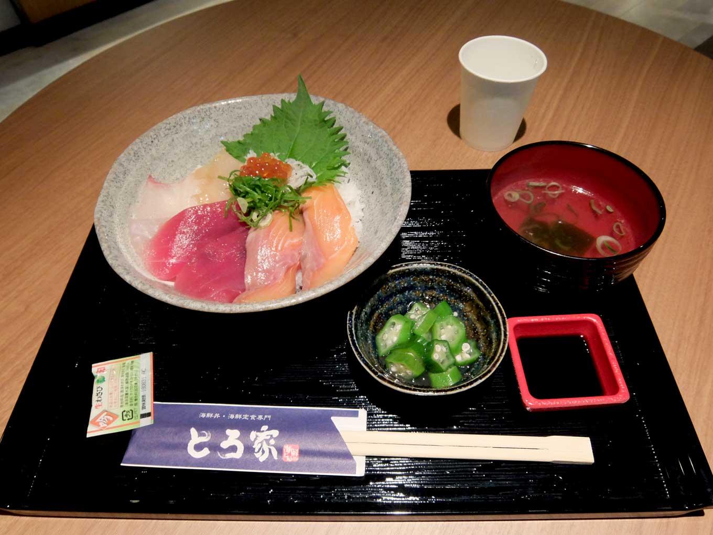 大阪・堂島 トロ家「季節の海鮮5種丼」in 大阪 梅田 UMEDA FOOD HALL