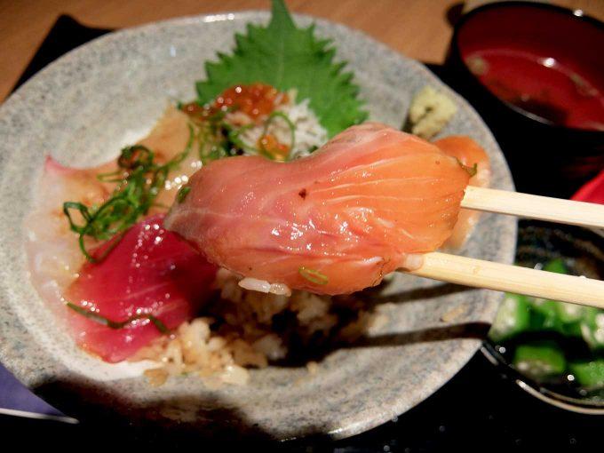 大阪・堂島 トロ家「季節の海鮮5種丼 サーモン」in 大阪 梅田 UMEDA FOOD HALL
