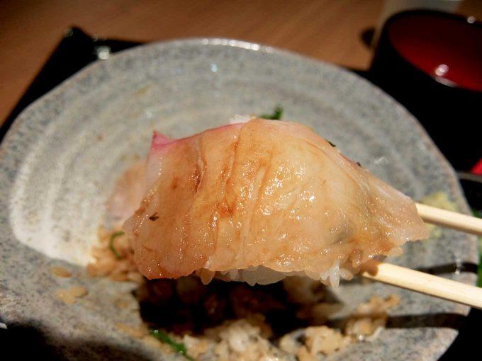 大阪・堂島 トロ家「季節の海鮮5種丼 はまち」in 大阪 梅田 UMEDA FOOD HALL