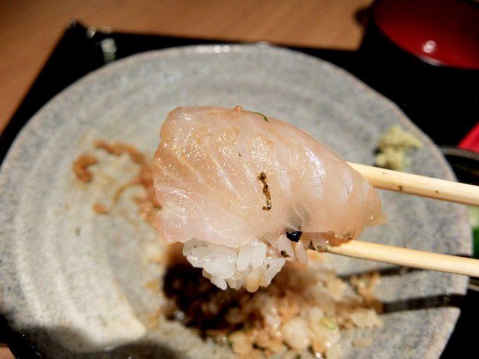 大阪・堂島 トロ家「季節の海鮮5種丼 鯛」in 大阪 梅田 UMEDA FOOD HALL