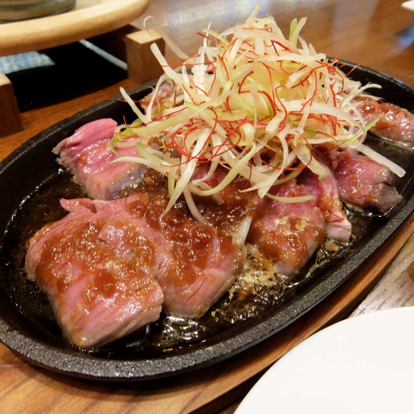 肉料理 Vin de Kitchen 名物!鉄板赤身ステーキ 堂島 梅田 大阪