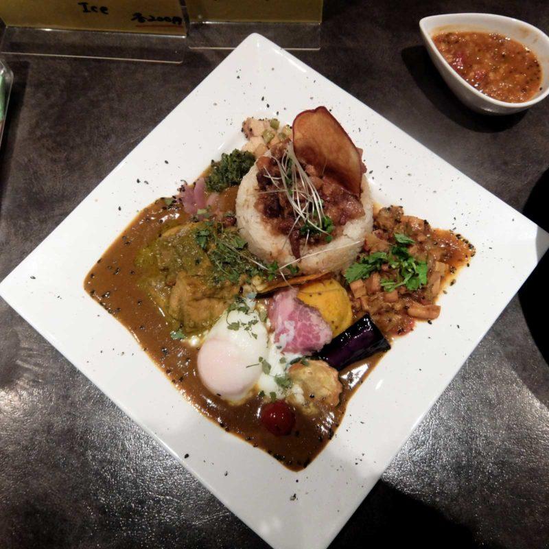 イベリコ豚、トラウトサーモン、アサリとイカ、どのカレーも美味しいです!!「アーユルベイブカレー」in 北新地 梅田 大阪