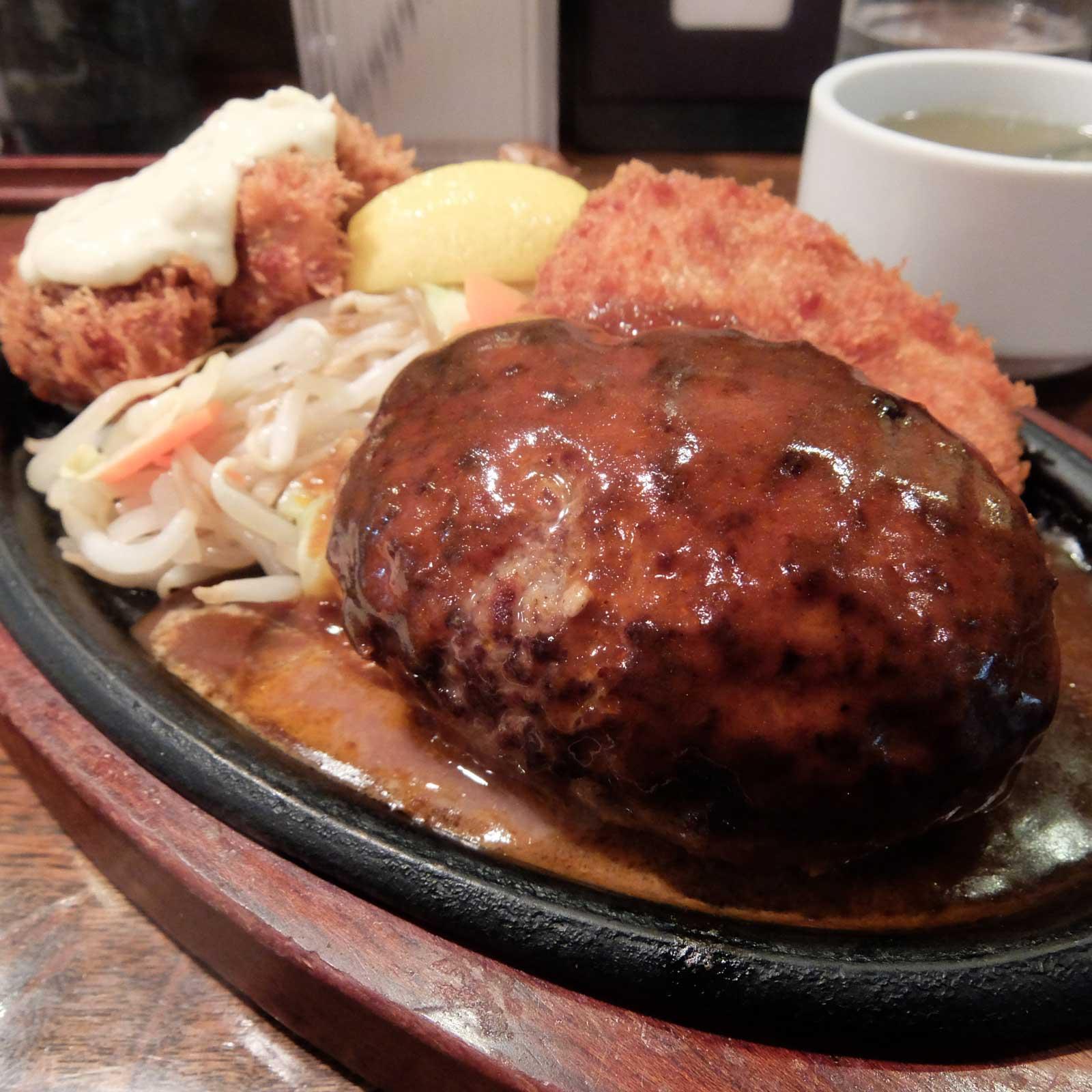 ハンバーグ&カキフライセット「ぶどう亭」in 梅田 大阪 大阪駅前第3ビル