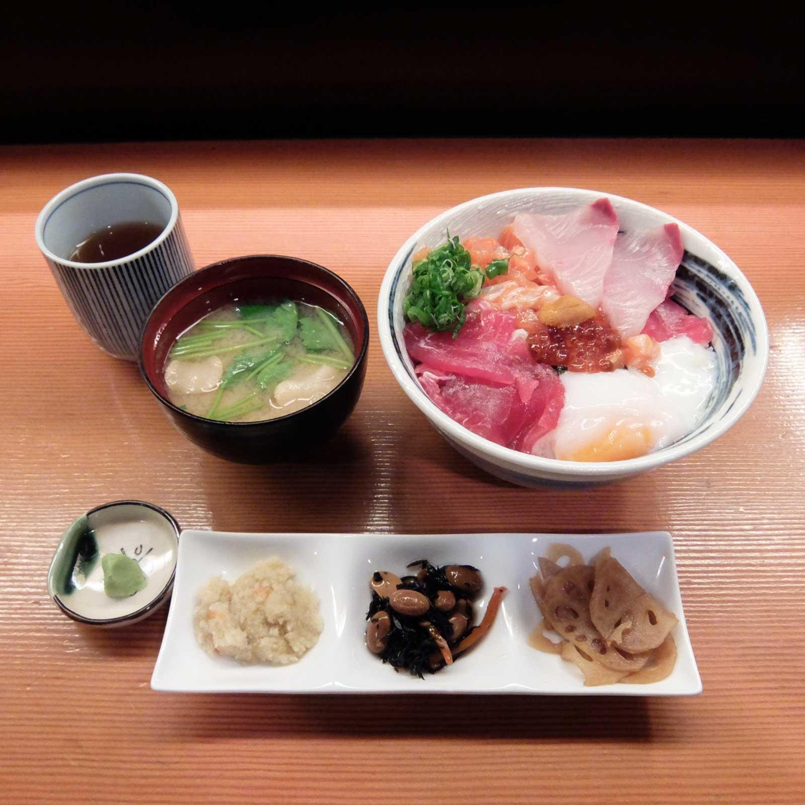 海鮮丼(並)「割烹 秋やま」in 北新地 梅田 大阪
